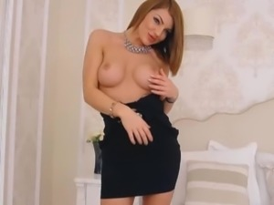 Hot Sexy Pretty Babe Loves Masturbating on Cam