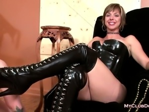 Mistress gets her shoes cleansed