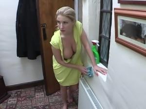 downblouse massive boobs