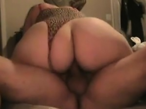 Large girl rides her guy's dick with her huge round behind