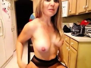 Busty blonde hottie gives a shot of all her sweet stuff on