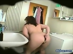 Amateur Chubby Wife Shaving her Cunt