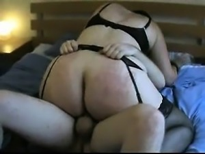 Four- eyed UK wife tasting new cock