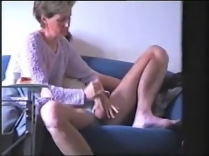 Amateur wife knows how to wank hubby