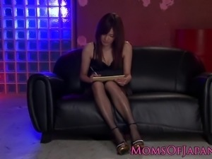 Asian mom spitroasted during threesome