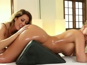 Busty hottie fists oiled up muff of luscious sexy blondie from behind