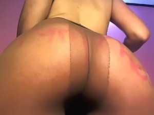 Webcam girl masturbates in pantyhose and squirts