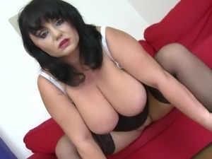 Hottest MILF with giant boobs decides to penetrate herself