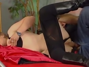 Fuck hungry blond housewife gives a head to her man