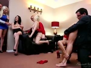 Breath taking swinger girlfriend get really kinky on homeparty