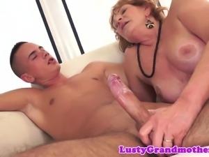 Bigass granny banged and gives blowjob