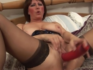 Experienced Euro housewife is here to play with her kinky red toy