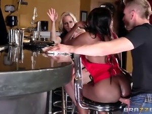 Anal group porn with drunk 50-year-old ledies Diamond Jackson and Simone Sonay