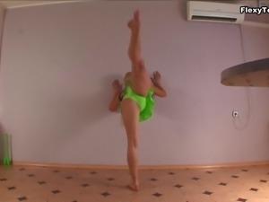 Looks like Irina is very proud of the flexibility of her splendid body