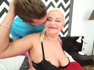 Mature granny with saggy boobs fucking horny young stud in hardcore old and...