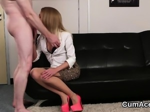 Sexy stunner gets cum shot on her face sucking all the load