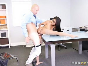 Brunette cocoa Sean Lawless wants him insert his ram rod in her hole again...