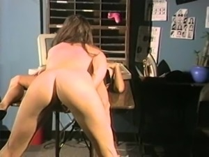Vintage brown-haired ladies and the pussy licking action on the table