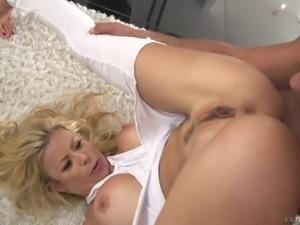 Pornstar flexible spreading legs when screwed hardcore