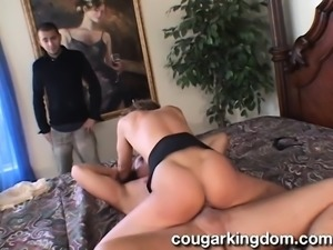 Alluring mature housewife with a marvelous ass fucks a hung stranger