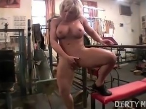Female Muscle Blonde Rubs Her Big Clit