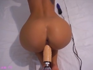 I wish this fine ass webcam model could give me a chance to fuck her