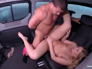 Gorgeous woman sucks a dick and gets fucked in a backseat