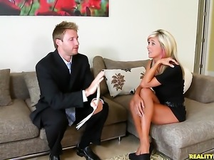 Blonde Jewel lets Levi Cash drill her sweet mouth