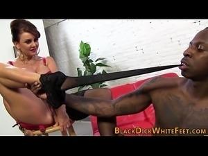 Milf gets feet cumshot