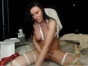 Hot milf fingering her pussy and ass live on cam and gets a huge squirting...
