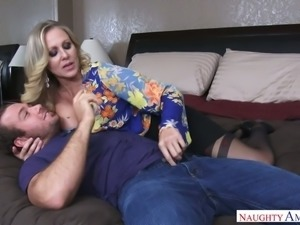 Blond milf Julia Ann provides her man with an unforgettable sex