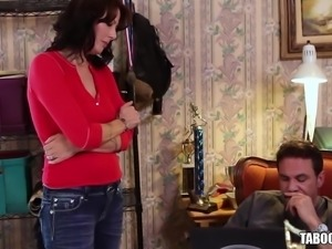 MILF Babe Zoey Holloway Gets Her Pussy Banged