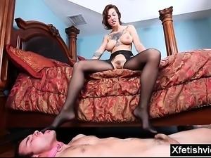 Hot pornstar foot and cum eating
