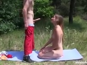 Teen girl fucks outdoor