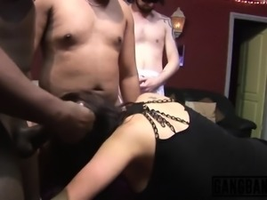Hot orgy takes these ladies into sexual heaven