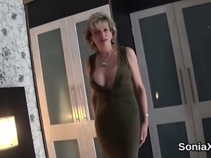 Unfaithful english mature lady sonia shows off her big hoote