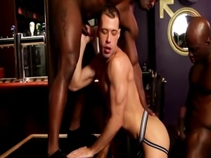 Black hunks assfuck in interracial threesome