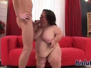 Kinky blowjob session with a horny midget