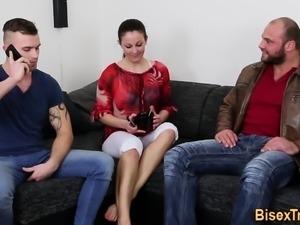 Bisex dude throats cock