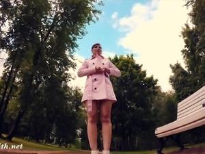 Jeny Smith fully naked in a park got caught
