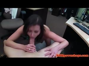 Pawning beauty deepthroats brokers fat cock