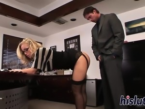 Stunning secretary Nicole Aniston gets banged
