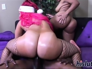 Intense threesome action with two bootylicious honeys