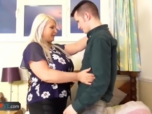 Busty chubby bonde grandma tries hardcore fucking with handy guy