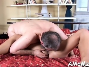Mommy boasts of her astounding engulfing and riding skills