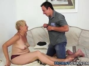 Granny whore gets cumshot