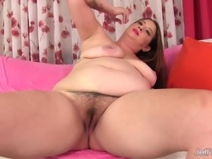 Chunky with a hairy pussy Kailie Raynes uses sex toys