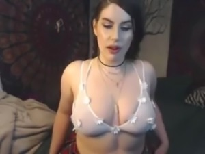 Busty Cam babe