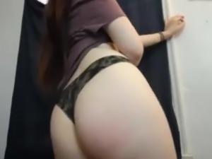 Hot Alysse fingering her pussy