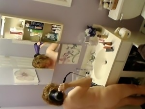 Spy Naked Mom While She Blows Her Hair